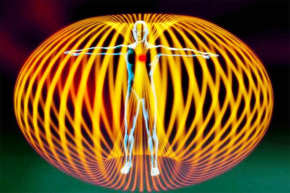 essere umano nel campo elettromagnetico